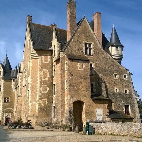 Le château de Baugé à 15km